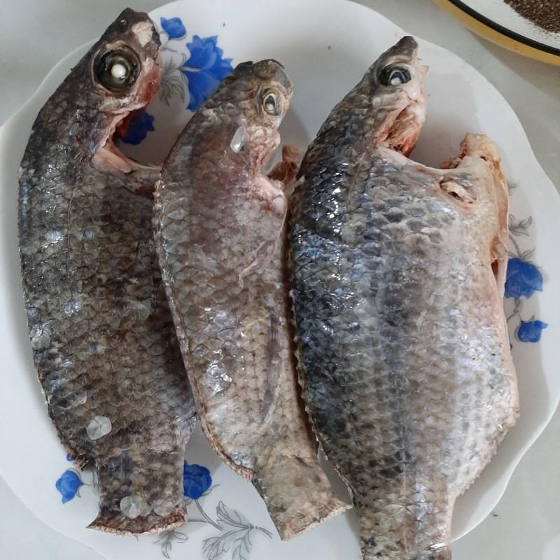 Bước 1 Sơ chế cá rô phi Cá rô chiên nước mắm