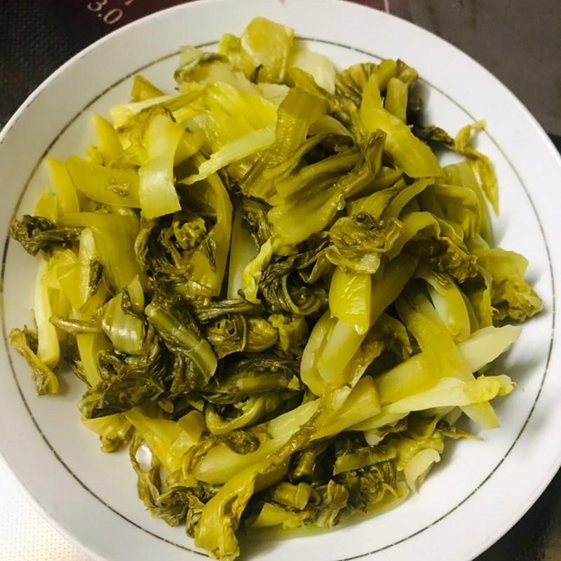 Bước 2 Sơ chế các cải chua Thịt heo xào cải chua (dưa chua)