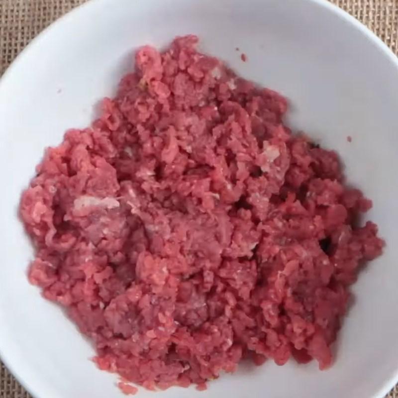 Bước 1 Sơ chế các nguyên liệu Bò bằm viên phô mai sốt cà chua