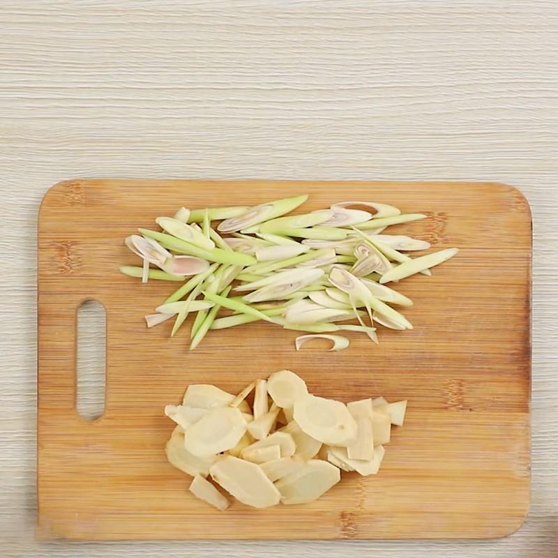 Bước 2 Sơ chế các nguyên liệu Đậu phộng rang sả ớt kiểu Thái