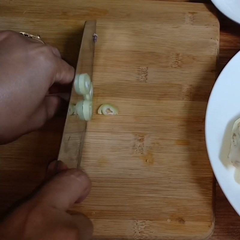 Bước 1 Sơ chế các nguyên liệu Hoa chuối kho tiêu