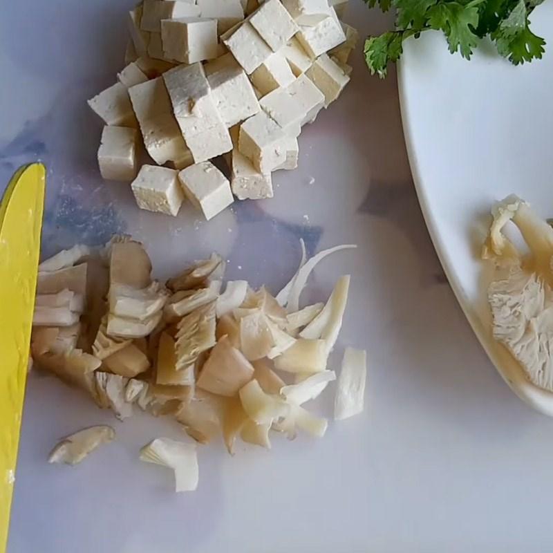 Bước 1 Sơ chế các nguyên liệu Súp bí đỏ chay nấm