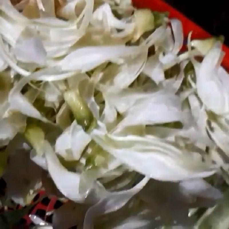 Bước 2 Sơ chế các nguyên liệu khác Canh chua cá úc dọc mùng