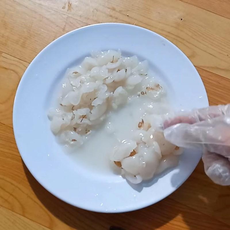 Bước 2 Sơ chế các nguyên liệu khác Thịt bò xào chôm chôm