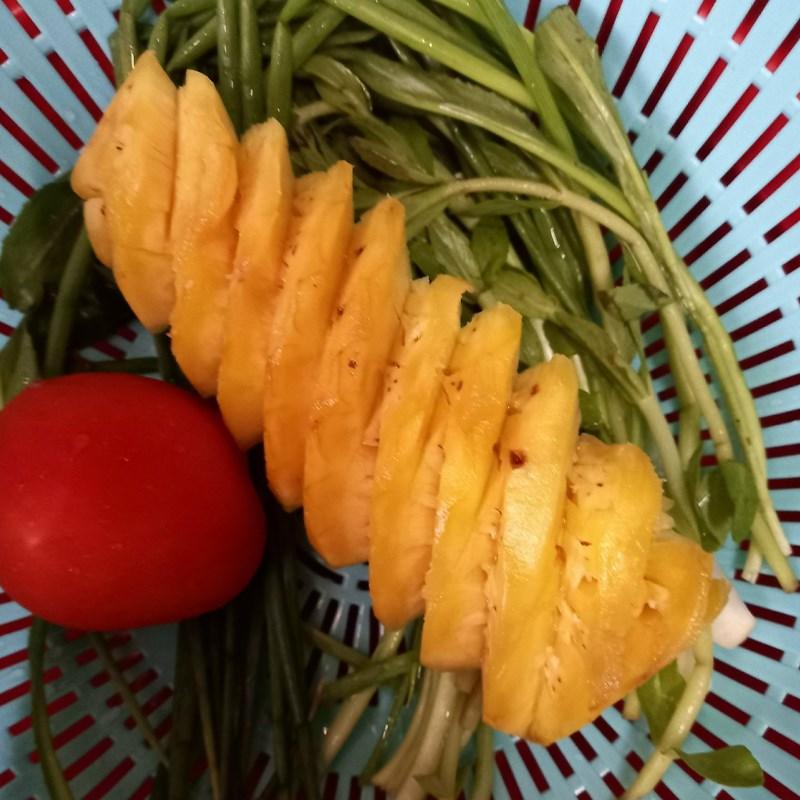 Bước 2 Sơ chế các nguyên liệu khác Canh chua cá thác lác