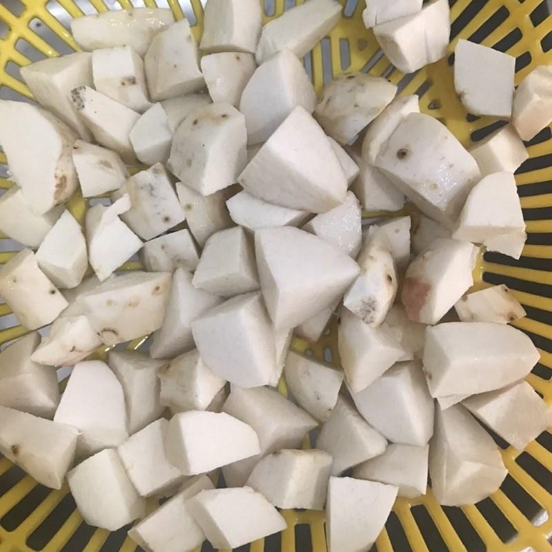 Bước 1 Sơ chế nguyên liệu Canh khoai sọ thịt gà