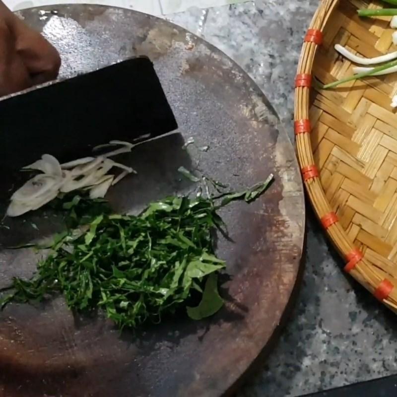 Bước 1 Sơ chế nguyên liệu Ếch trộn lá lốt nướng giấy bạc