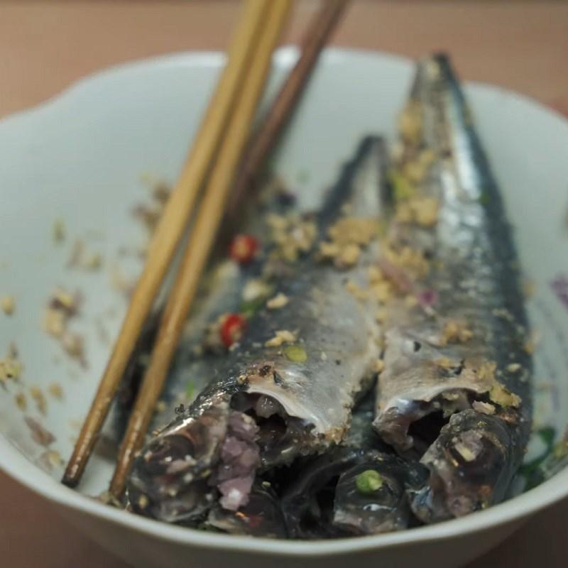 Bước 2 Sơ chế và ướp cá nục Cá nục kho gừng
