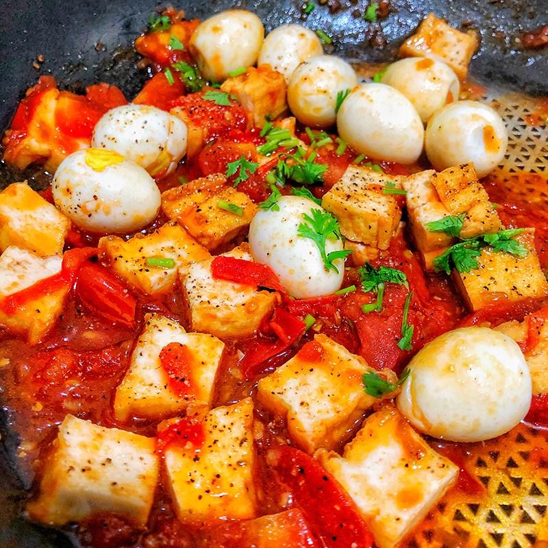 Bước 2 Sốt cà chua với trứng cút và đậu hũ Đậu hũ trứng cút sốt cà