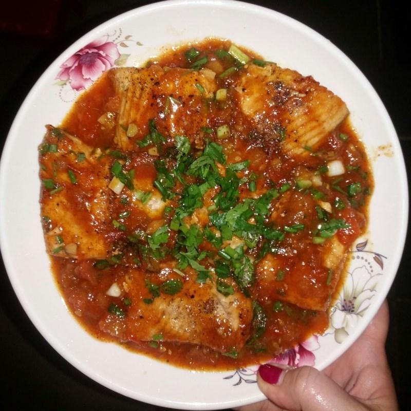 Bước 4 Thành phẩm Lườn cá thu chiên sốt cà chua