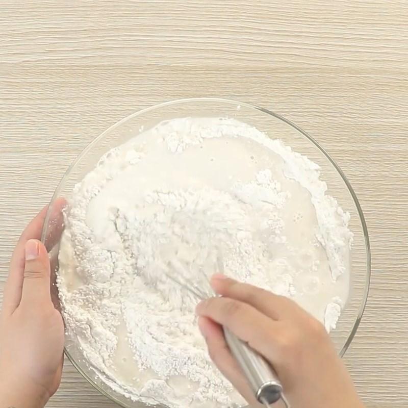 Bước 1 Trộn bột bánh Bánh bò nướng nhân dừa bằng chảo