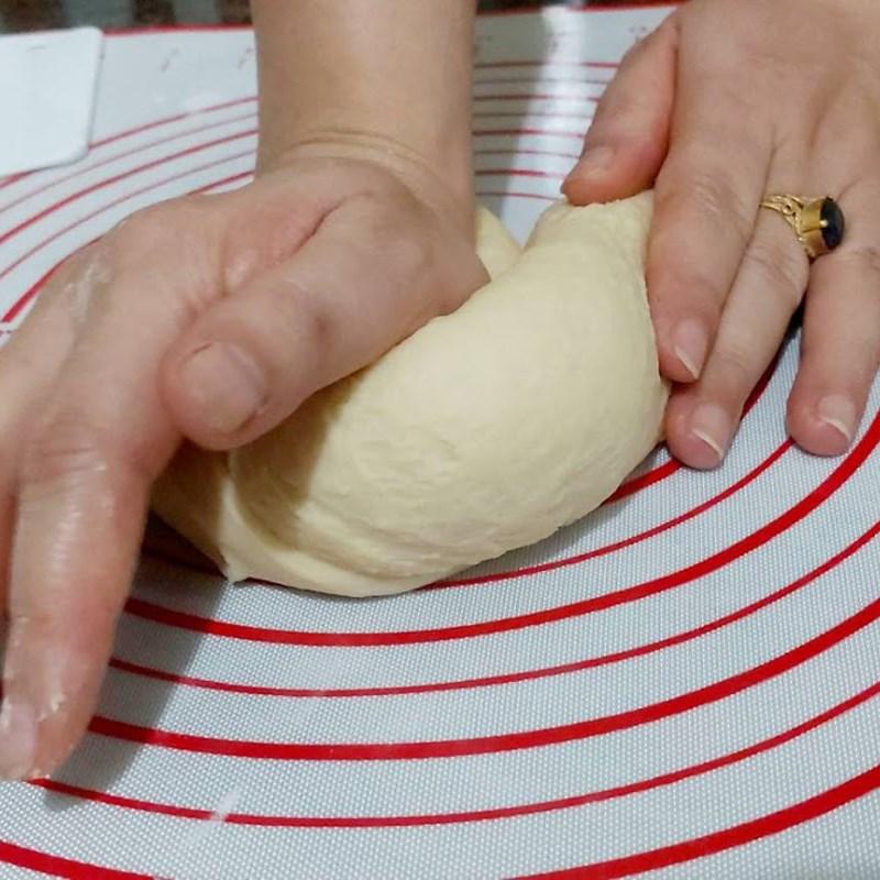 Bước 4 Trộn và nhồi bột Bánh mì nhân trứng sữa (Custard)