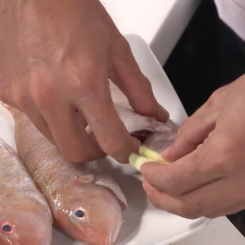 Bước 2 Ướp cá Cá hường chiên sả ớt