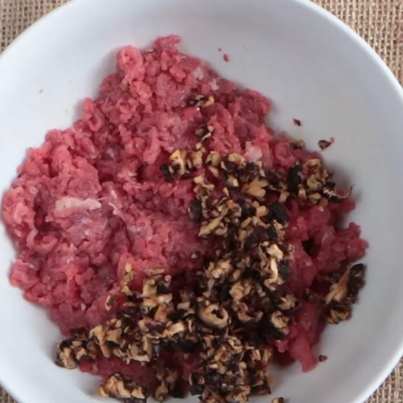 Bước 2 Ướp thịt bò băm Bò bằm viên phô mai sốt cà chua