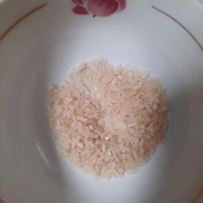 Bước 2 Vo gạo và nấu cháo Cháo tôm măng tây