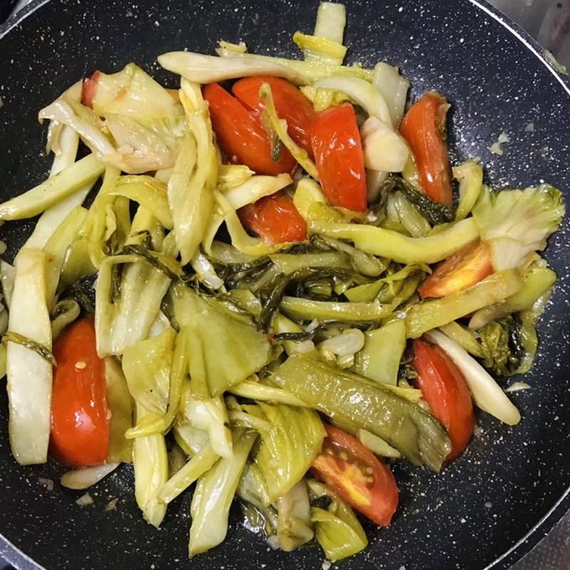 Bước 3 Xào dưa chua Canh dưa chua thịt bò