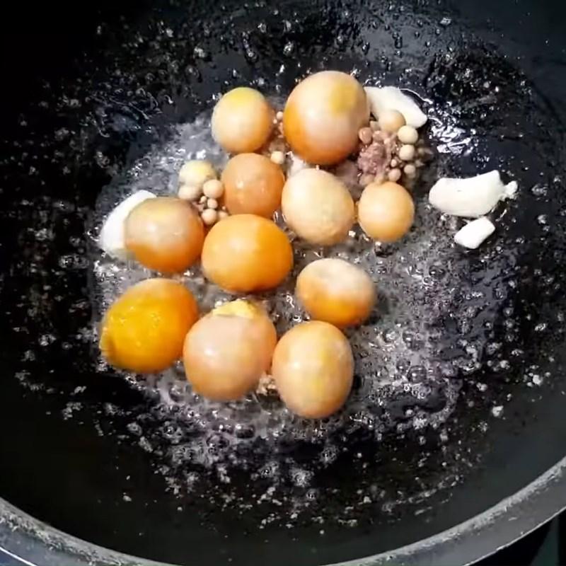 Bước 2 Xào trứng non Mồng tơi xào trứng non