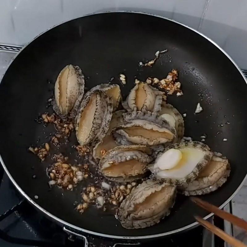 Bước 4 Xào và hầm bào ngư Bào ngư hầm thuốc bắc
