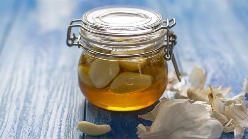 Bảo quản tỏi bằng cách ngâm tỏi trong dầu