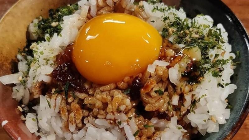 Cơm trộn trứng sống