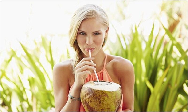 Ảnh hưởng sức khỏe nếu uống nhiều nước dừa