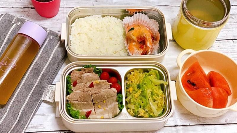 Chuẩn bị cơm mang theo ăn