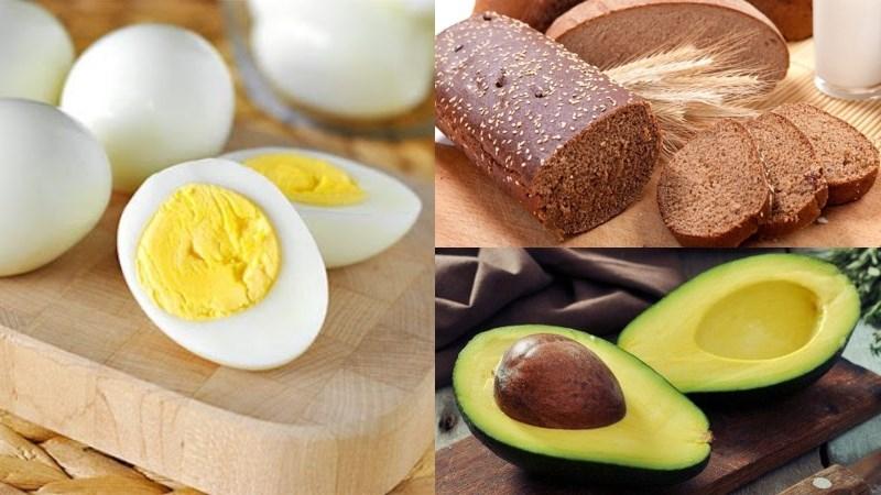 Bánh mì đen, trứng, bơ