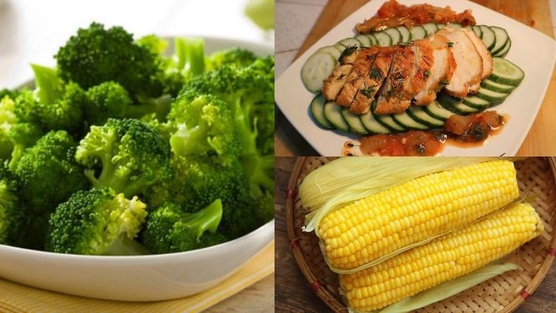Bắp luộc, ức gà áp chảo, bông cải xanh luộc