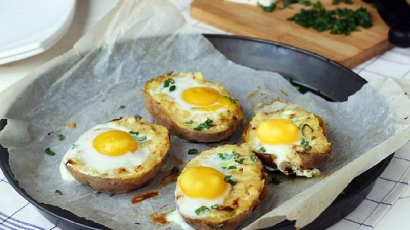 Khoai tây nướng trứng