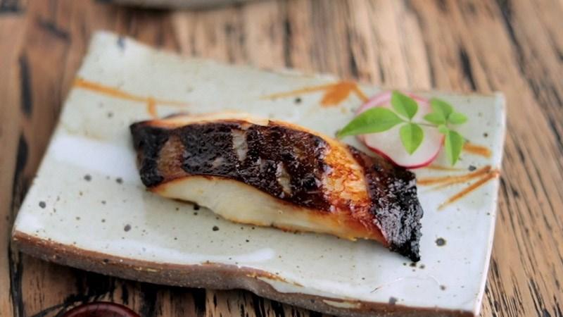Cá tuyết nướng sốt miso