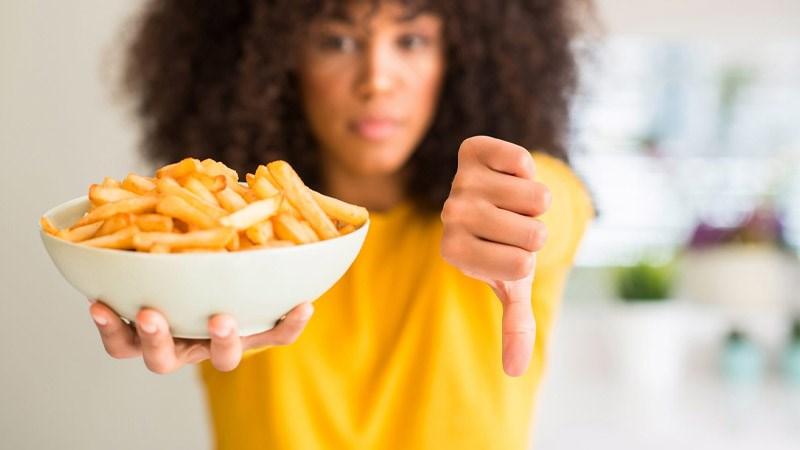 Tránh mua thức ăn nhanh, đóng gói sẵn