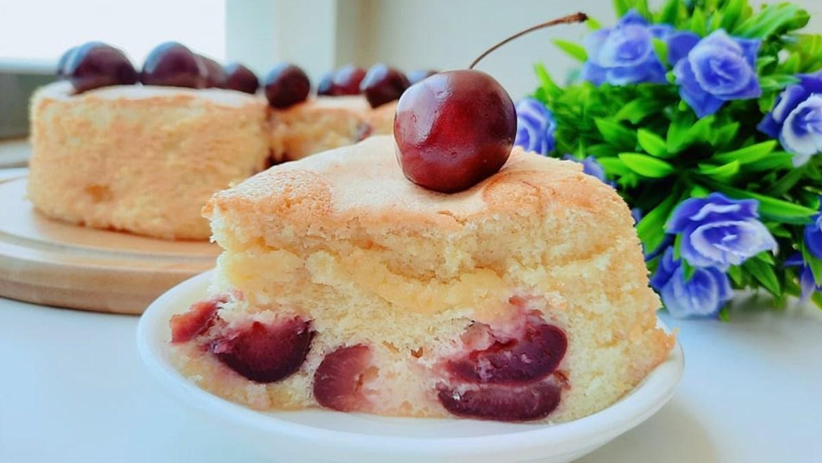 Bánh bông lan cherry