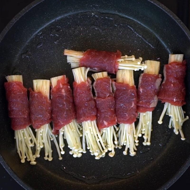 Bước 4 Áp chảo bò Bò cuộn nấm kim châm áp chảo sốt rượu mirin