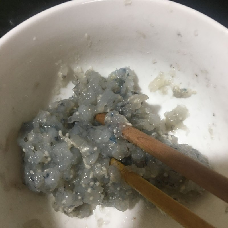 Bước 1 Sơ chế và ướp tôm Canh củ dền nấu tôm tươi