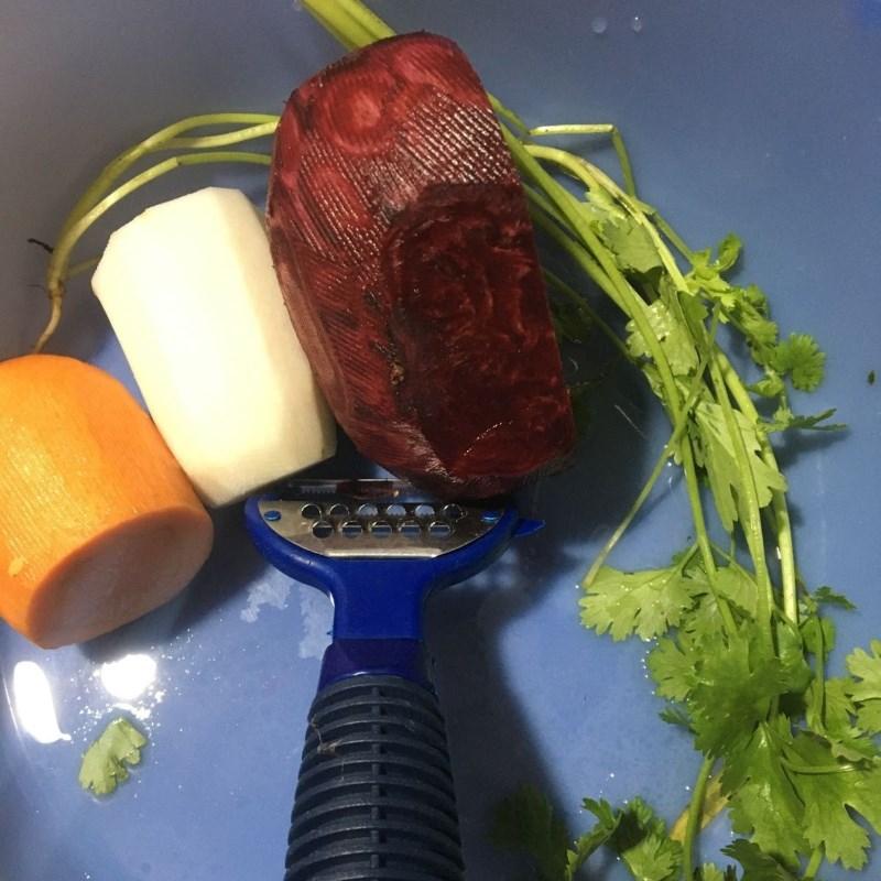 Bước 2 Sơ chế các nguyên liệu khác Canh củ dền nấu tôm tươi