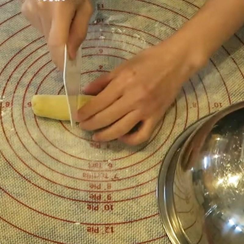 Bước 2 Luộc bột khoai, làm nước cốt dừa Chè khoai dẻo