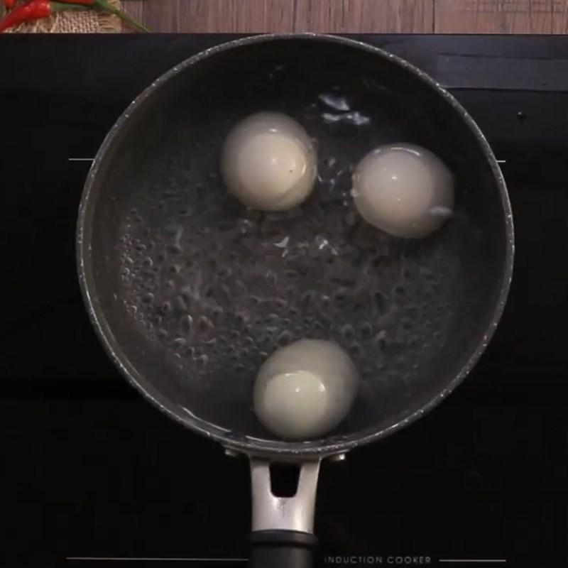 Bước 1 Luộc hột vịt lộn Hột vịt lộn chiên nước mắm