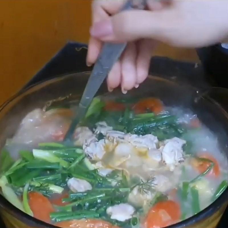 Bước 4 Nấu canh Canh nghêu thì là cà chua thơm