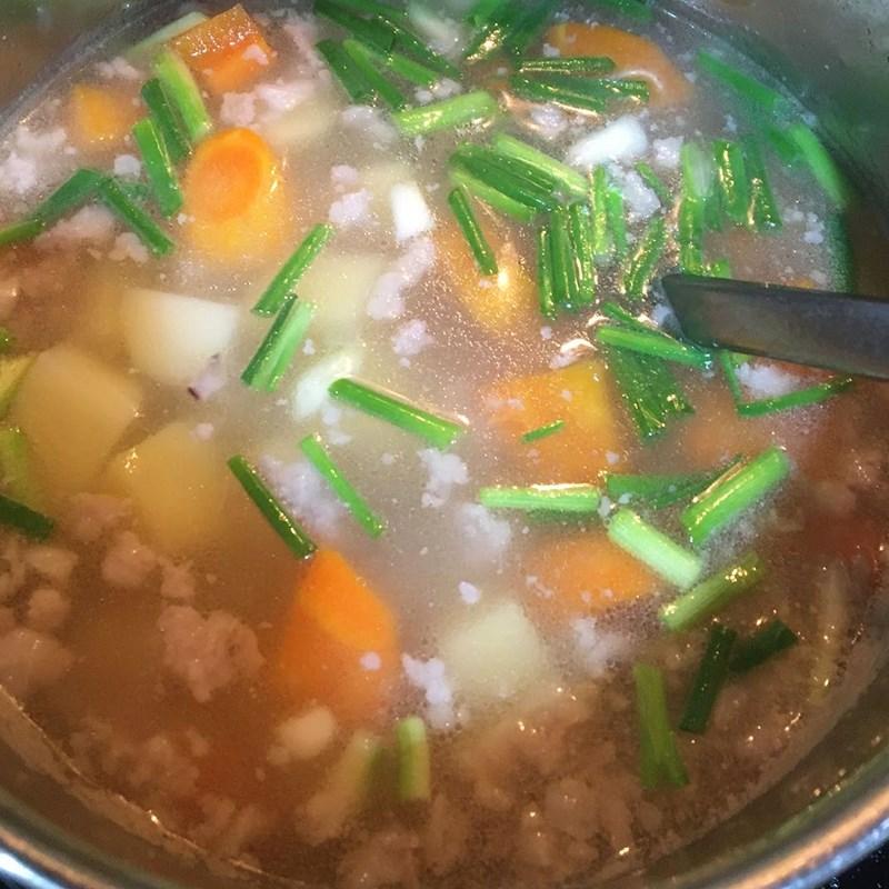 Bước 3 Nấu canh Canh khoai tây cà rốt thịt băm