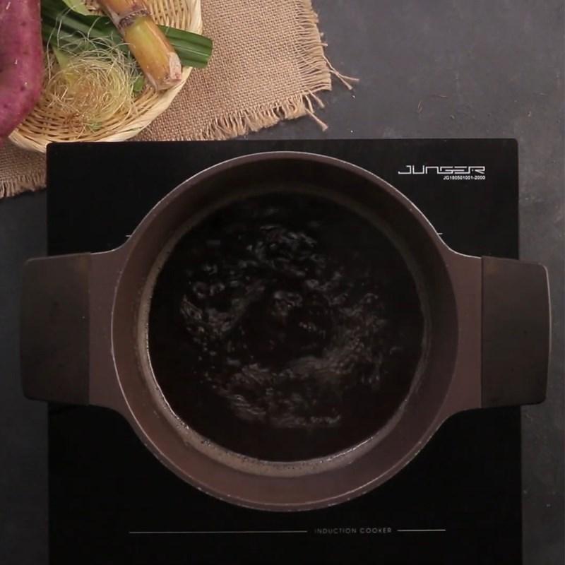 Bước 1 Nấu nước sâm Chè khoai dẻo với nước thảo mộc