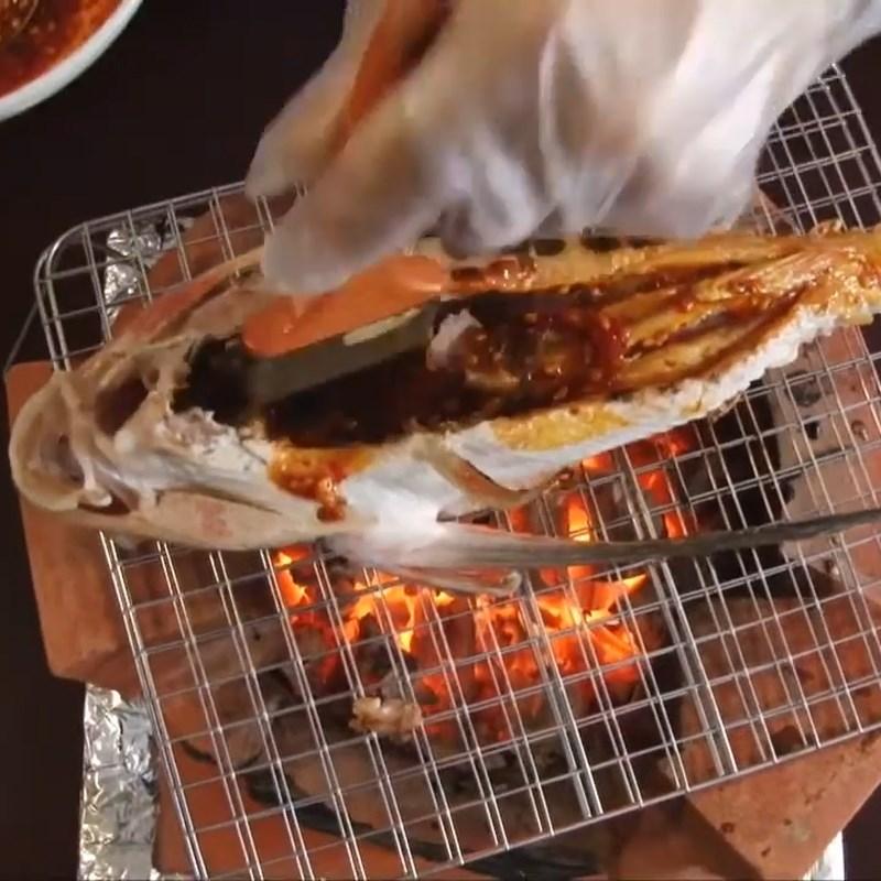 Bước 3 Nướng cá Cá tắc kè nướng muối ớt