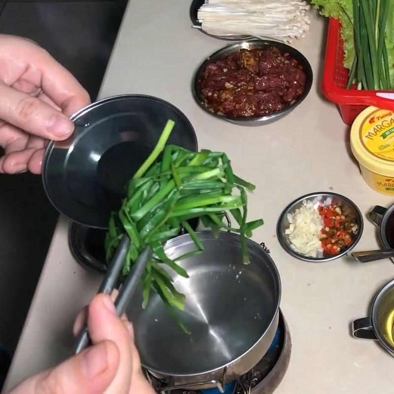 Bước 2 Sơ chế các nguyên liệu khác Bò cuốn nấm kim châm áp chảo sốt mật ong sa tế