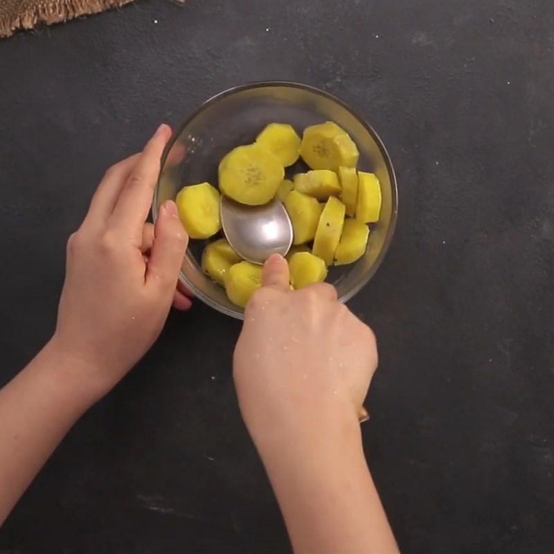 Bước 3 Sơ chế, hấp, nghiền khoai Chè khoai dẻo với nước thảo mộc