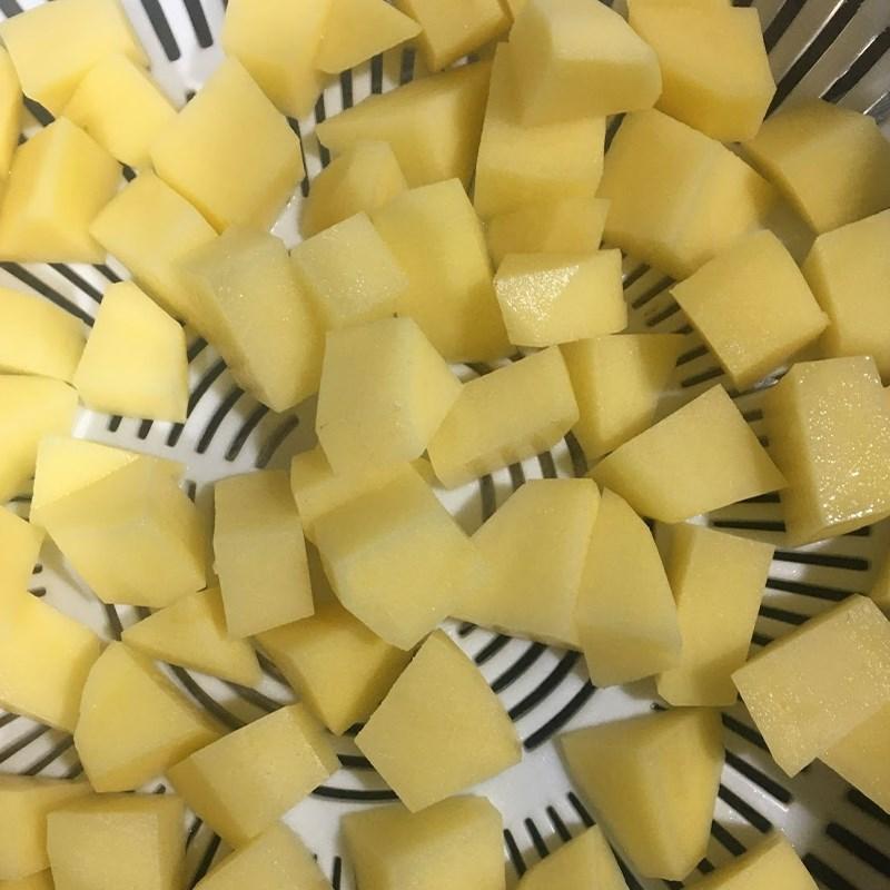 Bước 1 Sơ chế nguyên liệu Canh khoai tây cà rốt thịt băm