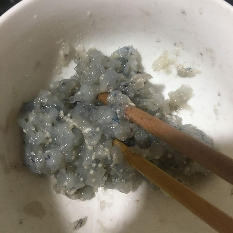 Bước 1 Sơ chế nguyên liệu Canh bí đao nấu tôm tươi