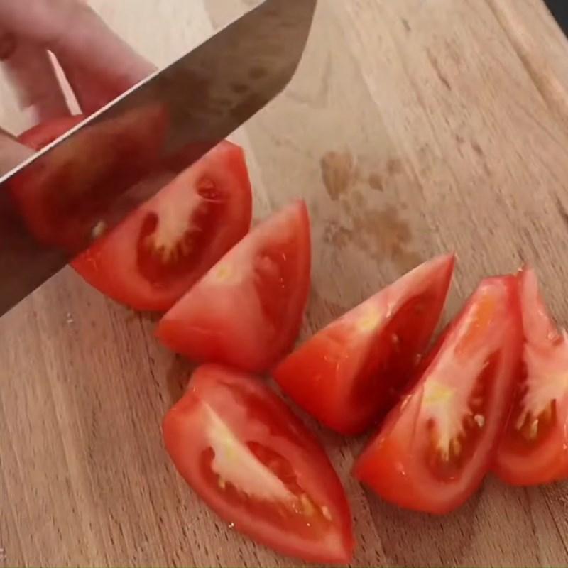 Bước 1 Sơ chế nguyên liệu Bún cá ngừ hộp