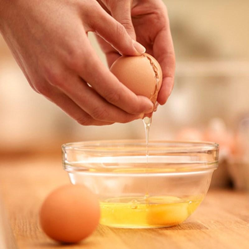 Bước 1 Sơ chế nguyên liệu Trứng chiên pate