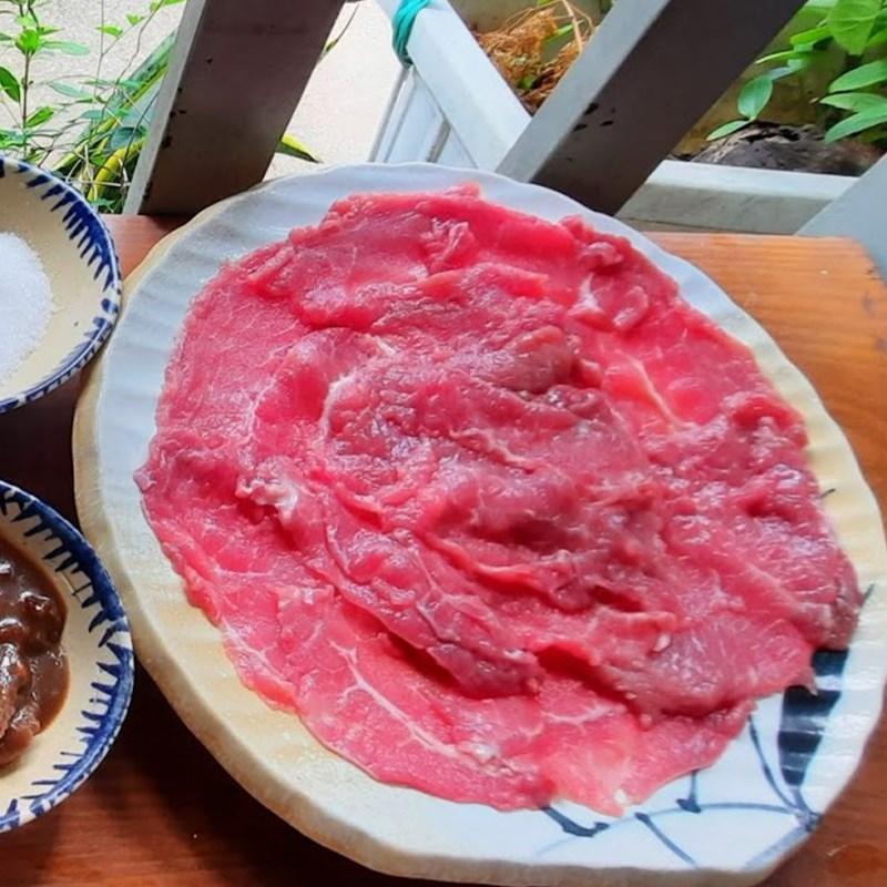 Bước 1 Sơ chế thịt bò và các loại nguyên liệu Lẩu bò mắm ruốc