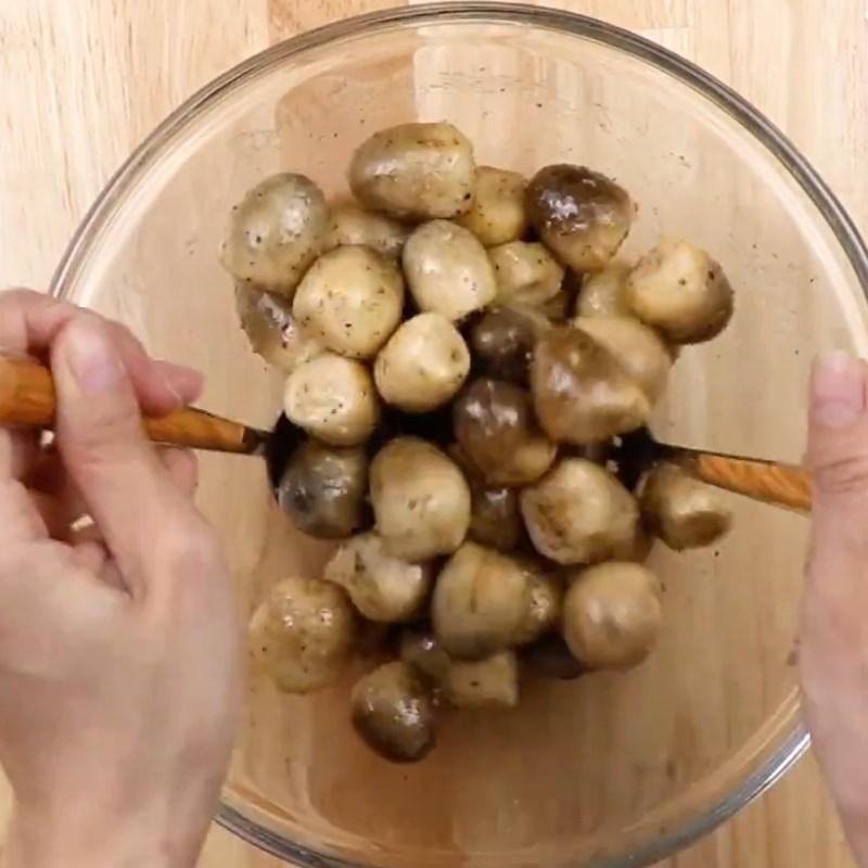 Bước 1 Sơ chế và ướp nấm rơm Nấm rơm hấp sả chanh