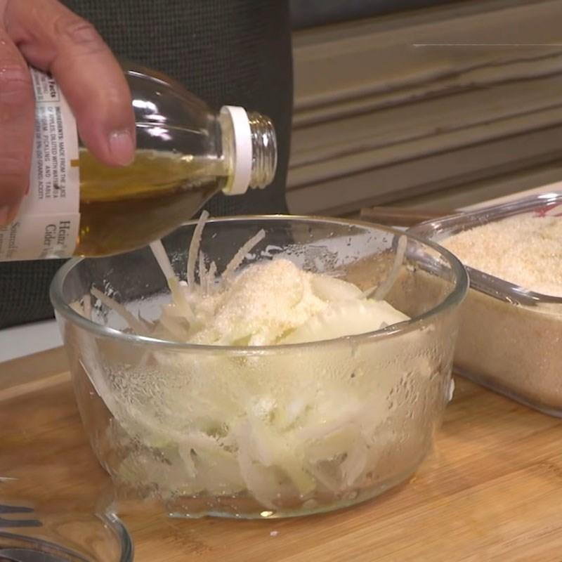 Bước 5 Trộn rau và pha nước mắm Cơm gà Nha Trang